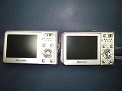 FinePix F30(左)とFinePix F31fd(右)裏