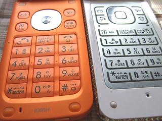 左:830SH、右:705SH