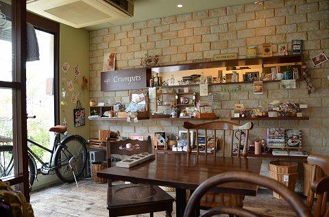 cafe Crumpets店内