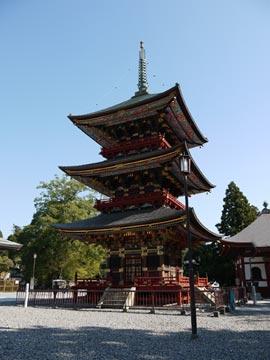 新勝寺の三重塔
