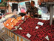 マリエン広場の果物屋さん