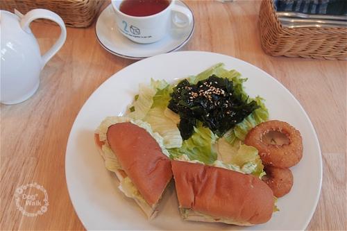アボカドとエビのサンドイッチ
