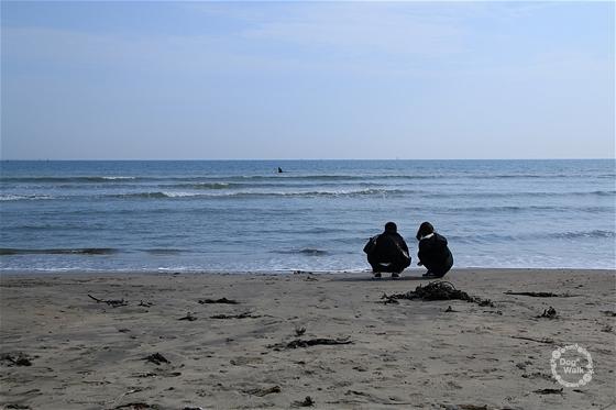 海を見つめるふたり