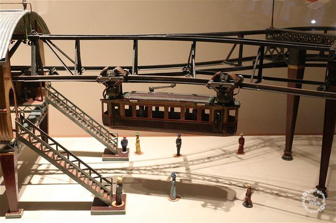 ヴッパータールの懸垂電車模型