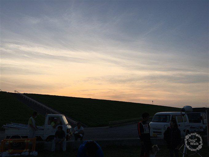 大凧あげ祭り会場の夕暮れ