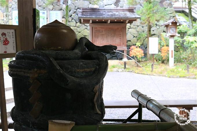 大神神社の手水舎